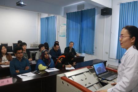 医学部举办出国研修人员成果汇报评比会